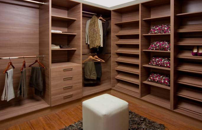 Mueble para vestidor de madera